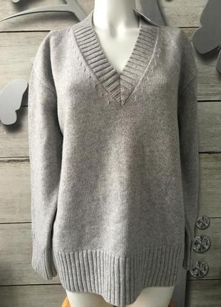 Теплай свитерс v-образным вырезом