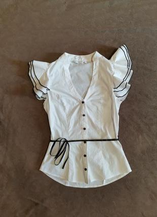 Блузка белая, рукав воланом