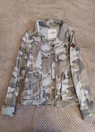 Камуфляжная куртка hollister