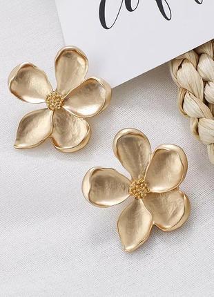 Серьги-гвоздики с цветами