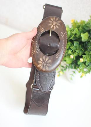 Кожаный широкий ремень пояс с орнаментом, тиснением, деревянная пряжка