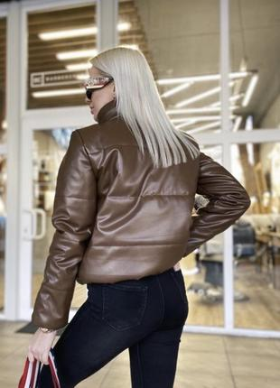 Короткая демисезонная кожаная куртка под кожу эко кожа демісезонна куртка еко шкіра