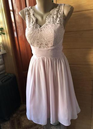Красивое нежное платье с кружевом