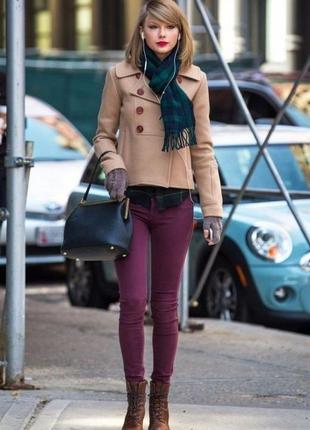 Яркие брюки cos