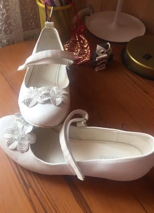 Туфли белые