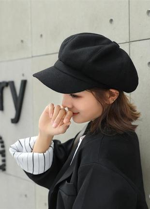 Женская кепи черная