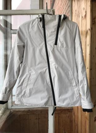 Белоснежная осенняя куртка staff