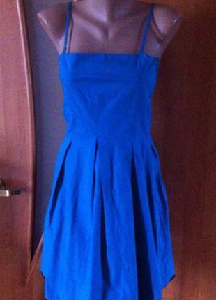 Светло-синее платье с черным кружевом