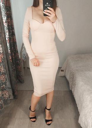 Персиковое платье мид. с длинными рукавами