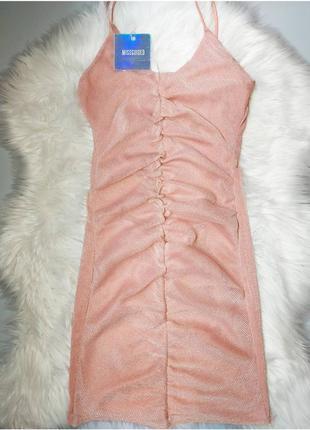 Платье со сборкой пудровое персиковое бежевое люрексное на лямках от missguided