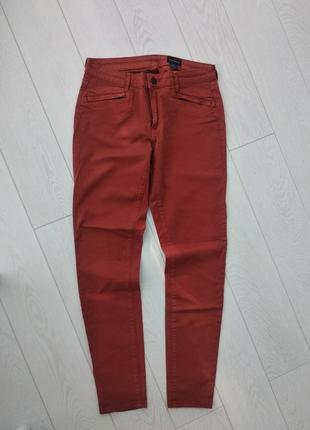 Джинсы club monaco брюки цвет ржачины терракотовый m l