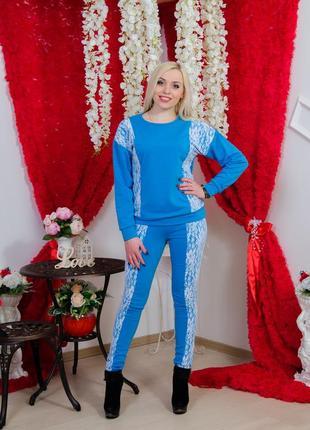 Женский трикотажный костюм с гипюром