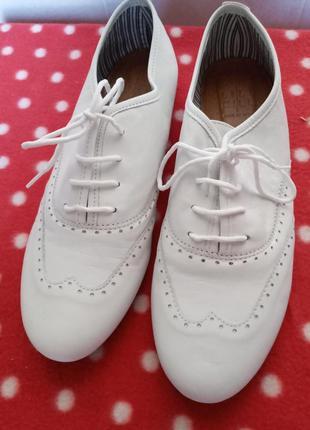 Белые итальянские туфли оксфорды италия кожа 40 размер легкие стильные крутые