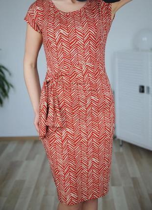 Приталенное,платье-футляр,приятная ткань,придает телу загар,р.м