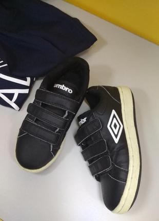 Фірмові кросівки для хлопчика