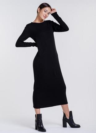Вязаное платье-миди базовое черного цвета