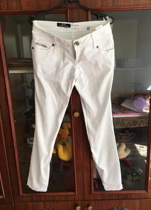 Белые штанишки