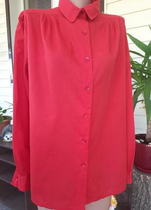 Красная легкая рубашка