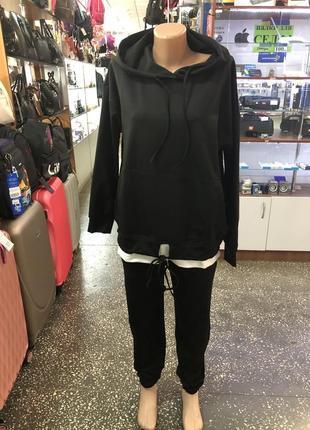 Прогулочный черный косюм