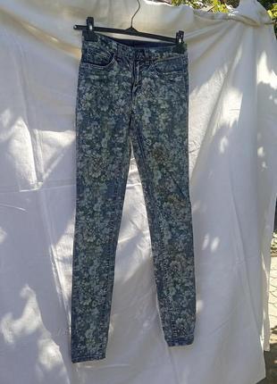 Джинси/штани в квітковий прінт vila clothes