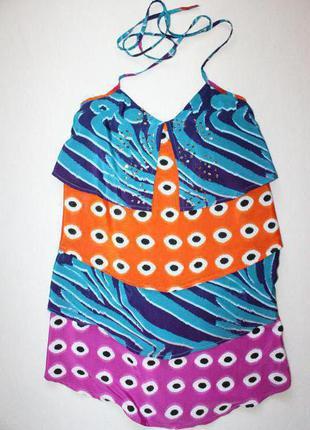 Яркое платье с воланами и открытой спиной next