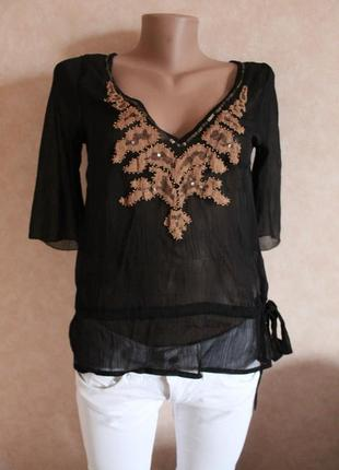 Черная блуза, с красивой нашивкой от vero  moda xs