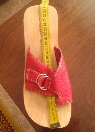 Распродажа летней обуви!  джинсовые красные шлепанцы skechers,40 р..