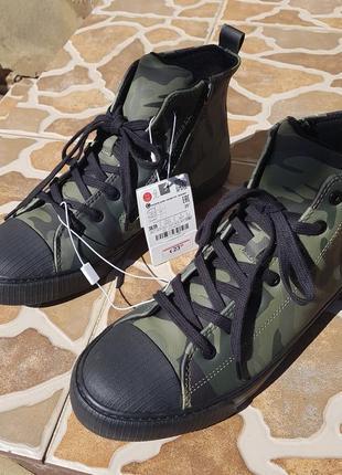 Zara высокие ботинки кеды с камуфляжным принтом. на осень7 фото