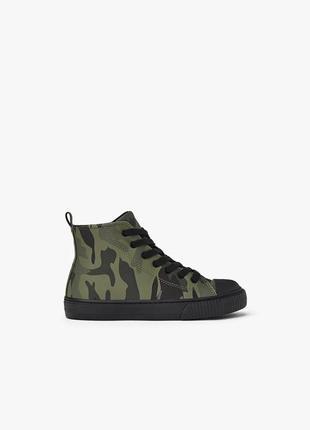 Zara высокие ботинки кеды с камуфляжным принтом. на осень3 фото