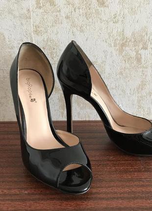 Босоножки на каблуке, натуральная кожа лак, 37р