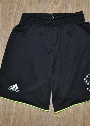 Тонкие спортивные шорты adidas