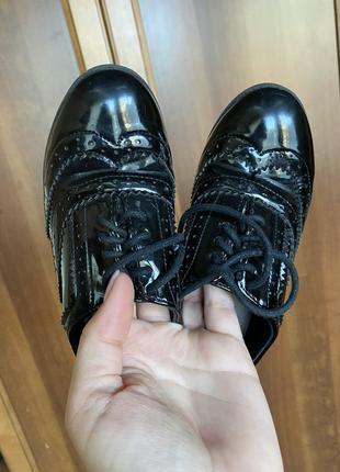 Туфли осенние лаковые