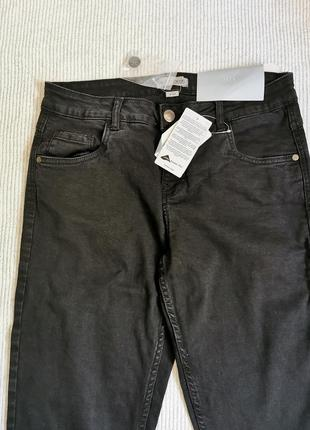 Темно-серые джинсы мом со стрейчем на каждый день германия