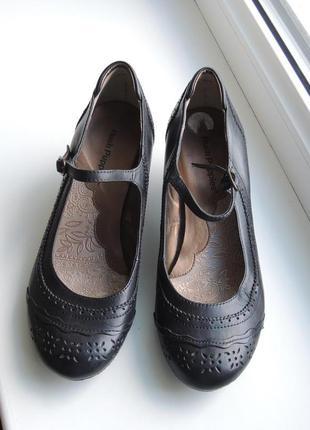 Новые фирменные кожаные туфли hush puppies р.36 (23,5 см)