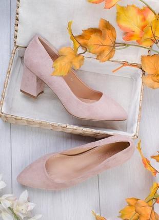 Замшевые туфли лодочки на толстом каблуке с острым носом носком