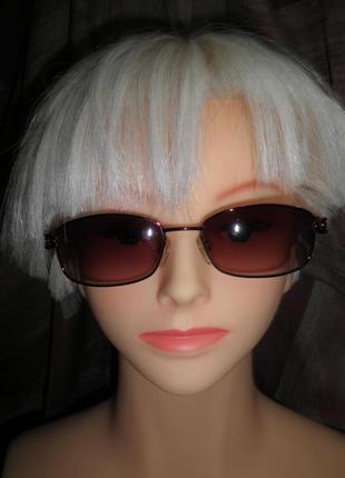 Качественные изящные стильные солнцезащитные очки  италия