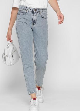 Стильные mom джинсы в графитовом цвете зауженные к низу с высокой посадкой