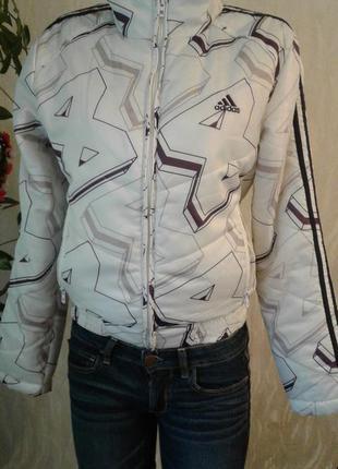 Классная спортивная куртка
