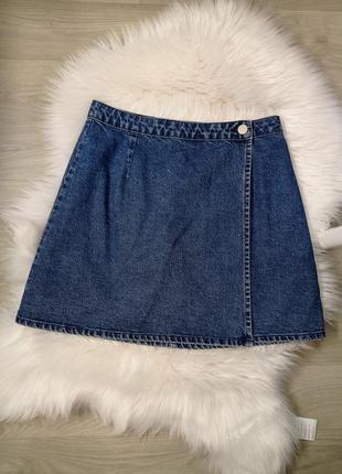 Актуальная котоновая джинсовая юбка на запах