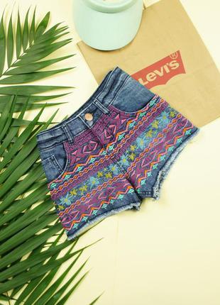 Трендовые джинсовые шорты с вышивкой!