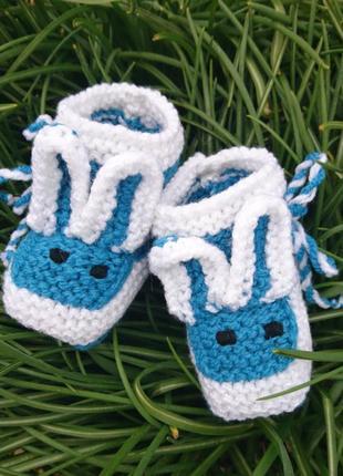 Вязаные пинетки зайчики - синие пинетки для мальчика и девочки