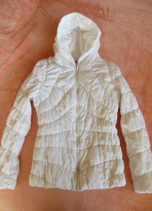 Легкая курточка молочного цвета, идеальное состояние