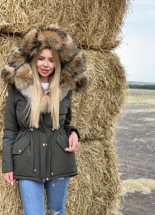 Зимняя куртка с натуральным мехом енота