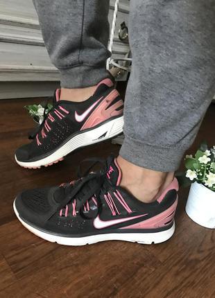 Стильные серые кроссовки nike