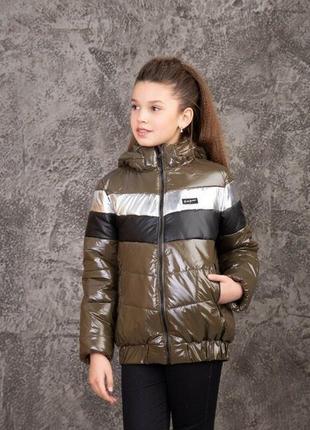 Стильная синтепоновая куртка с капюшоном