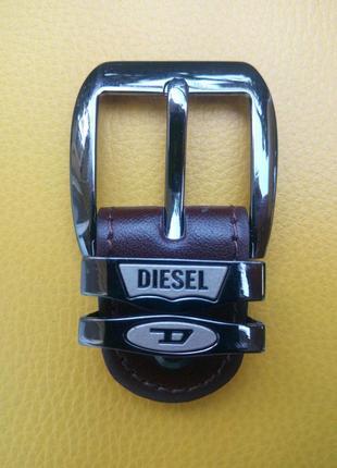 Фирменная пряжка от «diesel»