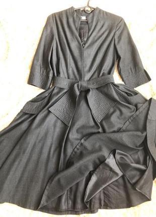 Платье из дорогой костюмной ткани