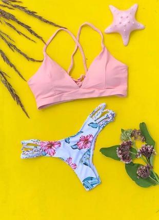 Розовый купальник со шнуровкой на спине