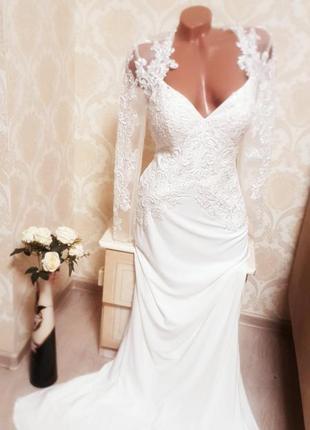 Шикарное свадебное платье, шлейф, вышивка,maskara london