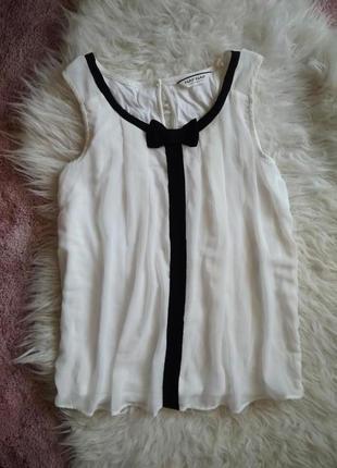 Нарядная актуальная блуза блузка без рукавов naf naf